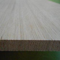 Eiche-Leimholzplatten-mit-durchgehenden-Lamellen-im-Versand