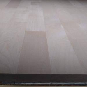 Ahorn-Leimholzplatten mit keilgezinkten Lamellen