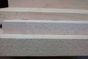 Die drei Plattenstärken der keilgezinkten Buche-Leimholzplatten: Unten 38mm, Mitte 27mm, Oben 19mm