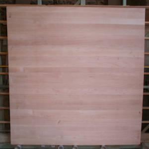 Ansicht einer Erle-Leimholzplatte mit durchgehenden Lamellen in Möbelqualität