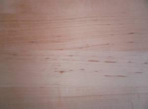 Detail Oberfläche Erle-Leimholzplatte mit durchgehenden Lamellen in Möbelqualität
