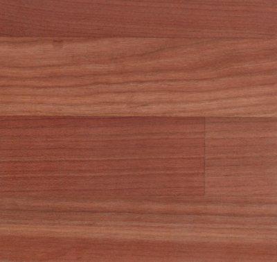 Ansicht einer geölten Kirschbaum-Leimholzplatte mit keilgezinkten Lamellen