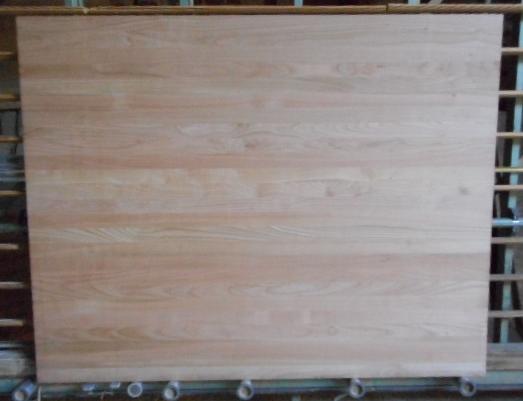 Ansicht einer ganzen Kirschbaum-Leimholzplatte