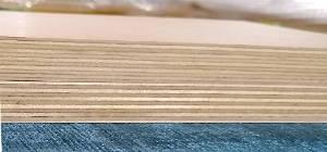 2 Übereinandergelegte 18mm starke Multiplexplatten mit Birke-Innenlagen