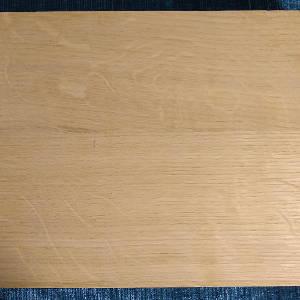 Ansicht der Oberfläche einer Eiche-Dreischichtplatte