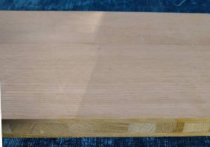 Ansicht einer Eiche-Dreischichtplatte mit Ansicht der Mittellage mit den Lamellenköpfen