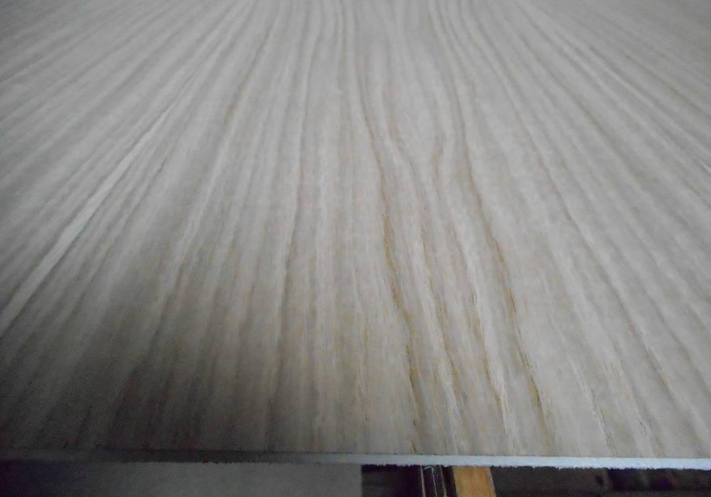 Messerfurnierte Eiche-Sperrholzplatte