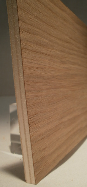 Edelfurnierte-Sperrholzplatten-im-Versand