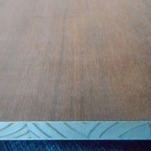 5-fachen messerfurnierten Ansicht einer Mahagoni-Tischlerplatte