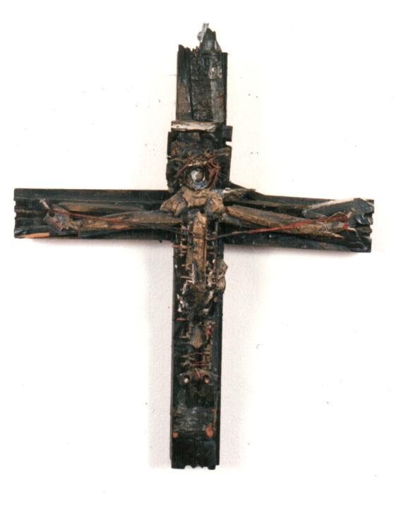 Kreuz aus Schrott
