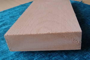 Buche-Brett, sägerauh, besäumt, ca. 26mm stark, 100mm breit