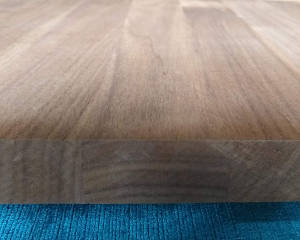 Nussbaum-Brett, 10mm stark, 150 mm breit, aus ca. 4 bis 5 Lamellen verleimt
