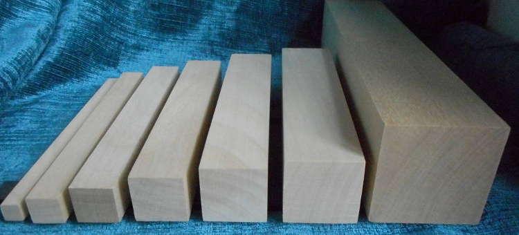 Verschiedene Ahorn-Quadratstäbe von 10x10 bis 50x50mm