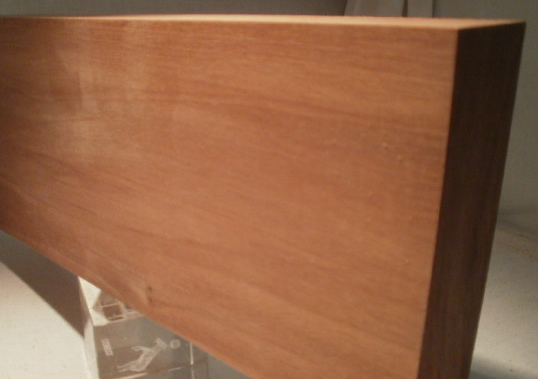 Sipo-Mahagoni-Brett, 20mm stark, 150 mm breit, aus ca. 3 bis 5 Lamellen verleimt