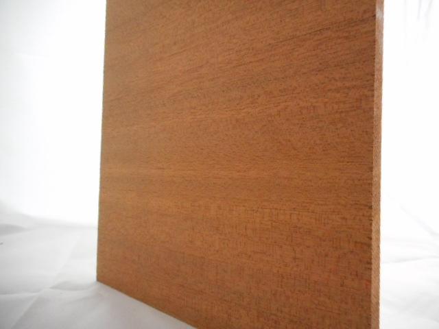 Mahagoni-Brettchen, 5mm stark, 100 mm breit, aus ca. 3 bis 5 Lamellen verleimt