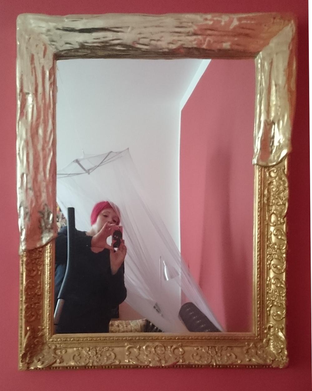 Gerahmter Spiegel mit Weißgold und Gold